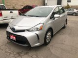 2018 Toyota Prius v HYBRID • No accidents!