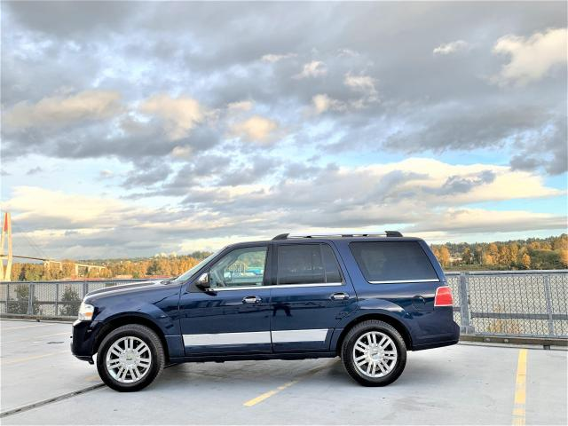 "2007 Lincoln Navigator Ultimate - 10"" Nav + Back-up Cam"