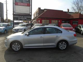 Used 2015 Volkswagen Jetta Trendline+ / ONE OWNER / SUNROOF / ALLOYS / CLEAN for sale in Scarborough, ON
