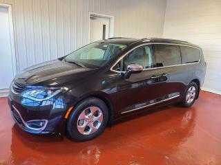 Used 2018 Chrysler Pacifica Limited Hybrid for sale in Pembroke, ON