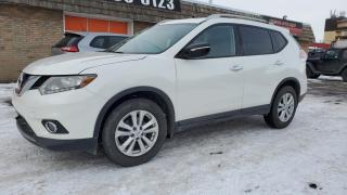 Used 2014 Nissan Rogue FWD 4dr SV, Pano roof, Backup camera. for sale in Calgary, AB