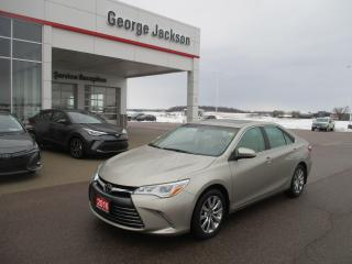 Used 2016 Toyota Camry XLE for sale in Renfrew, ON
