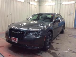 Used 2019 Chrysler 300 300S AWD - LEATHER - BACK UP CAM - REMOTE START! for sale in Ottawa, ON