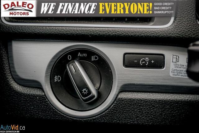 2013 Volkswagen Passat Comfortline / DIESEL / LEATHER / POWER MOONROOF / Photo21