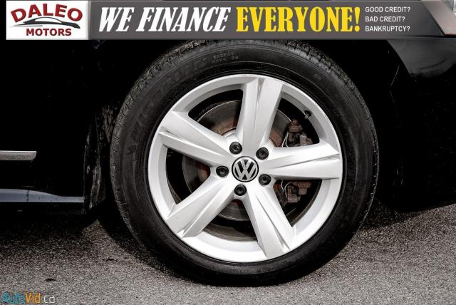 2013 Volkswagen Passat Comfortline / DIESEL / LEATHER / POWER MOONROOF / Photo24