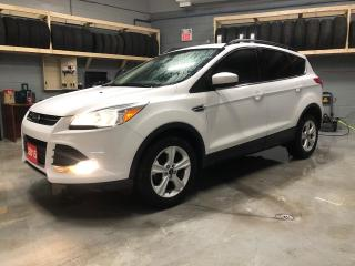Used 2015 Ford Escape SE * Hands Free Calling * MicroSoft Sync * Heated Cloth Seats * 17 inch Alloys * Eco Boost * Cruise Control * Steering Wheel Controls * Keyless Entry for sale in Cambridge, ON