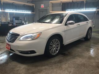 Used 2013 Chrysler 200 Limited * V6 * Power sunroof * Leather interior * Remote start *  Keyless entry * Automatic headlights with fog lights * Tilt/telescopic steering whee for sale in Cambridge, ON