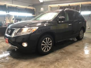 Used 2015 Nissan Pathfinder SV 4WD * 7 Passenger * Heated Front/Rear Seats * Reverse camera with park assist * Power rear lift gate * Power drivers seat * Heated Steering Wheel * for sale in Cambridge, ON