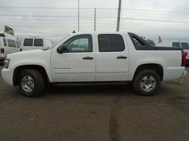 2012 Chevrolet Avalanche 4WD Crew Cab LS