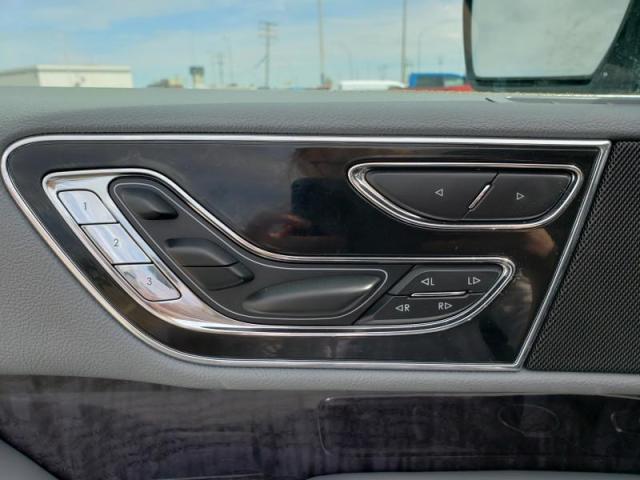 2019 Lincoln Navigator L Select  - Navigation - $660 B/W