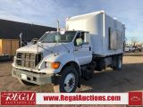 Photo of White 2003 Ford F-750