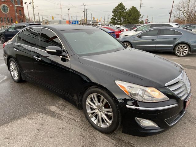 2012 Hyundai Genesis Tech Pkg ** NAV, HTD/COOL SEAT, LANE DPRT WARN **