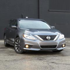 Used 2017 Nissan Altima SV Moonroof for sale in North York, ON