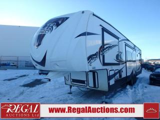 Used 2013 Forest River XLR THUNDERBOLT 35X12HP FIFTH WHEEL for sale in Calgary, AB