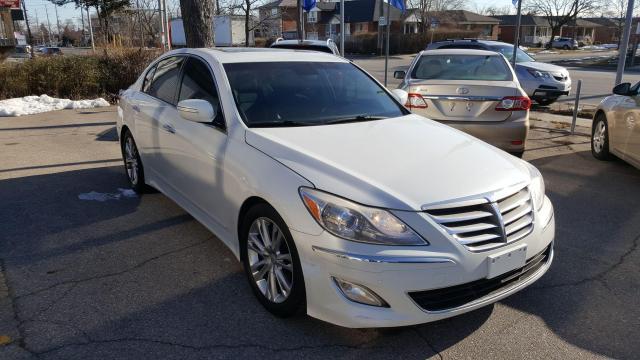 2012 Hyundai Genesis w/Technology Pkg