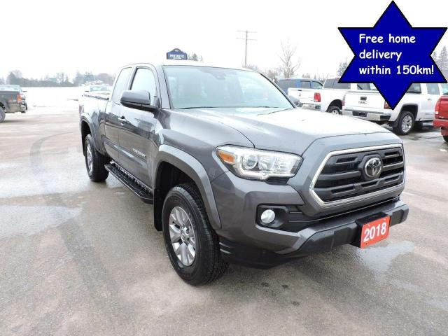 2018 Toyota Tacoma SR5 V6 4X4 1 local owner Only 30000 km
