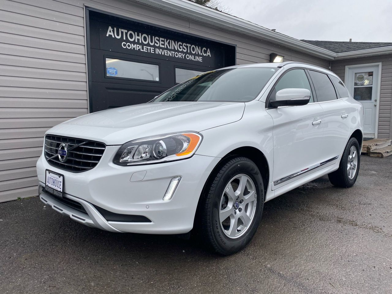 2017 Volvo XC60 T5 Special Edition Premier - Pano Roof - NAV!
