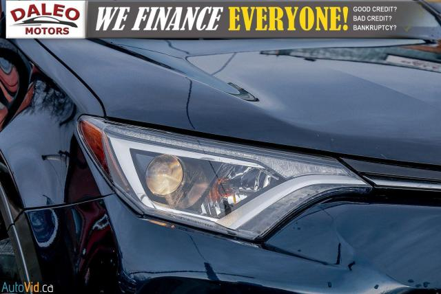 2017 Toyota RAV4 XLE / HEATED SEATS / BACK UP CAM / MOONROOF / Photo2