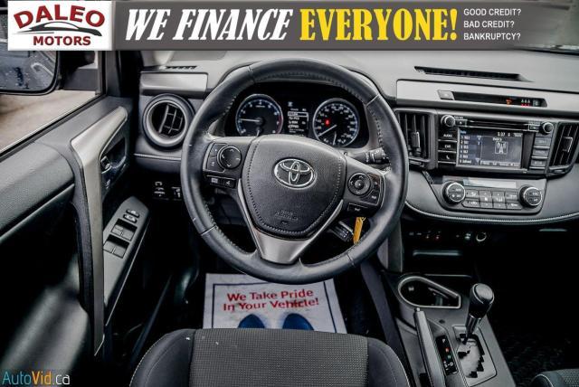 2017 Toyota RAV4 XLE / HEATED SEATS / BACK UP CAM / MOONROOF / Photo16