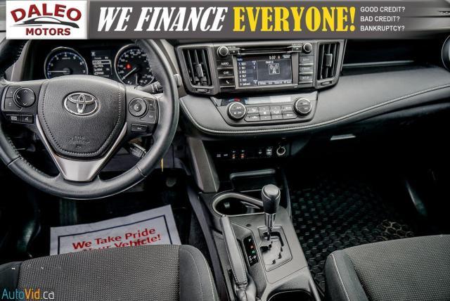 2017 Toyota RAV4 XLE / HEATED SEATS / BACK UP CAM / MOONROOF / Photo17
