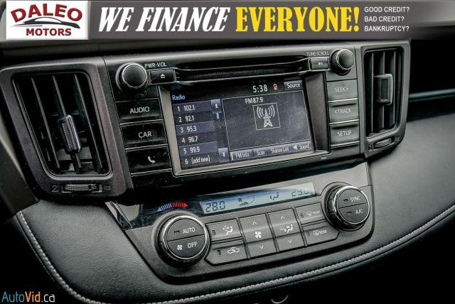 2017 Toyota RAV4 XLE / HEATED SEATS / BACK UP CAM / MOONROOF / Photo24