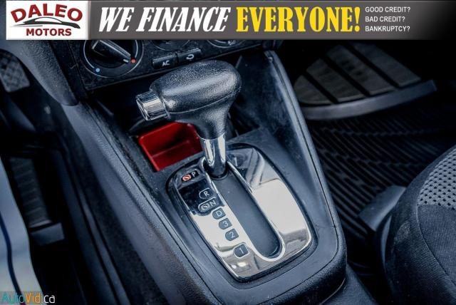 2004 Volkswagen Golf GLS / BUCKET SEATS / HEATED SEATS / Photo17
