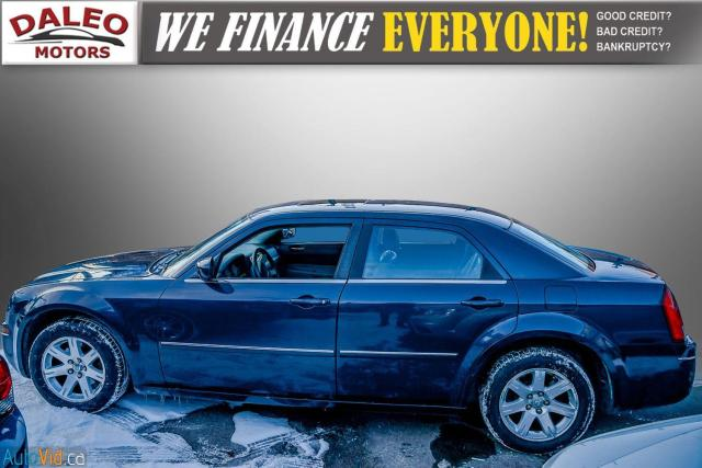 2006 Chrysler 300 TOURING / LEATHER / SUNROOF / REAR A/C / Photo3