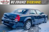 2006 Chrysler 300 TOURING / LEATHER / SUNROOF / REAR A/C / Photo29