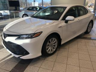 Used 2020 Toyota Camry HYBRID LE for sale in Longueuil, QC