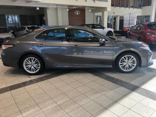 Used 2020 Toyota Camry Hybride XLE for sale in Longueuil, QC