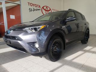 Used 2018 Toyota RAV4 * HYBRID * AWD * XLE *  MAGS * TOIT OUVRANT * for sale in Mirabel, QC