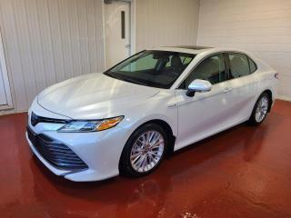 Used 2018 Toyota Camry XLE HYBRID for sale in Pembroke, ON