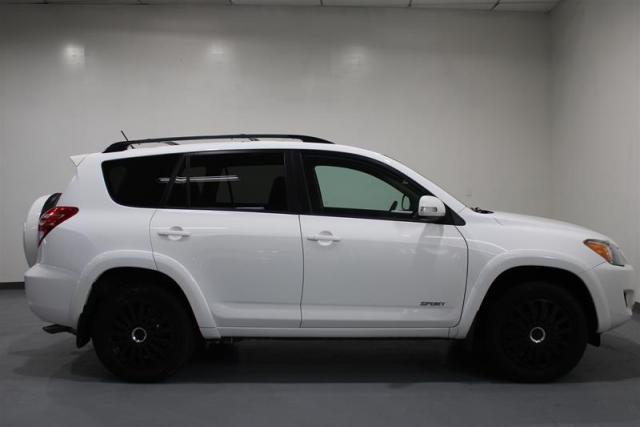 2012 Toyota RAV4 WE APPROVE ALL CREDIT.