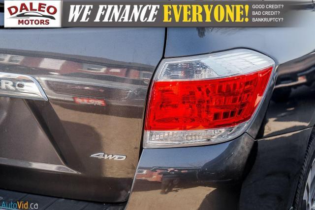 2012 Toyota Highlander LTD / 7 PASS / LEATHER / MOONROOF / NAVI / CAM Photo8