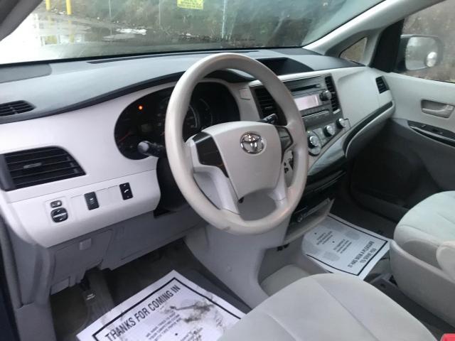 2014 Toyota Sienna 7 PASSENGER Photo9