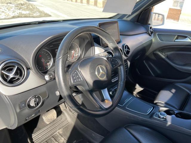 2017 Mercedes-Benz B-Class B 250 4MATIC  Navi/Pano Roof/Leather Photo11