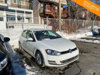 Used 2017 Volkswagen Golf RÉSERVÉ  Trendline 1.8 TSI + Caméra + Bluetooth for sale in Québec, QC