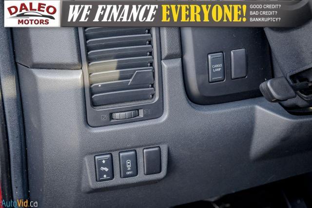 2011 Nissan Titan AWD / POWER DRIVER SEAT & WINDOWS / LOW KMS Photo18