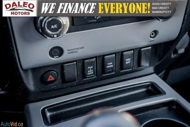 2011 Nissan Titan AWD / POWER DRIVER SEAT & WINDOWS / LOW KMS Photo23