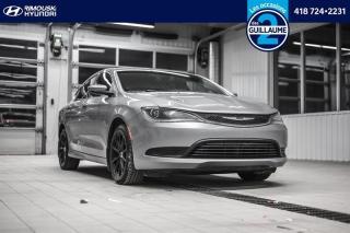 Used 2015 Chrysler 200 LX chez Rimouski Hyundai for sale in Rimouski, QC