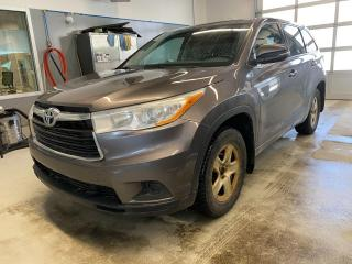 Used 2015 Toyota Highlander LE **8 PNEUS-8 MAGS** for sale in Val-d'Or, QC