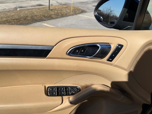 2012 Porsche Cayenne Premium AWD Navigation/Panoramic Sunroof/Camera Photo17