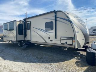 Used 2017 Gulfstream Travel Trailer CHAMPAGNE EDITION for sale in Tilbury, ON