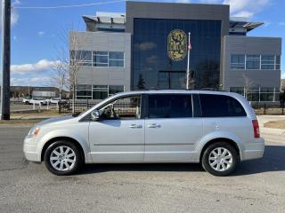 Used 2010 Chrysler Town & Country 4.0L, Touring, 7 Passengers, Backup camera, Automa for sale in Toronto, ON