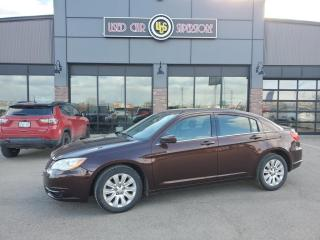 Used 2013 Chrysler 200 4dr Sdn LX for sale in Thunder Bay, ON
