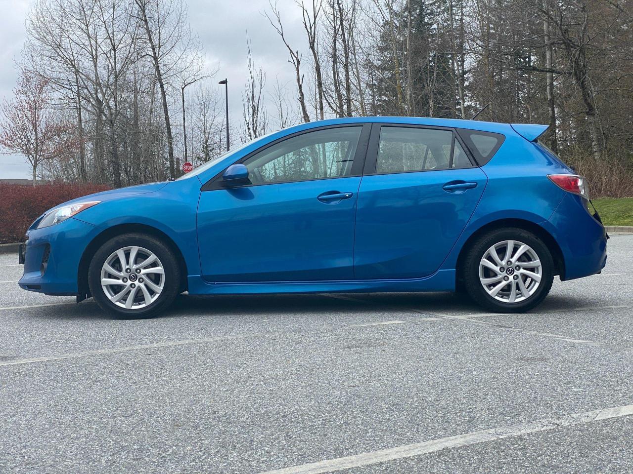 2013 Mazda MAZDA3  Photo2