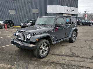 Used 2017 Jeep Wrangler SAHARA UNLIMITED GPS*2 TOITS*AIR for sale in Lévis, QC