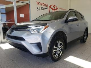 Used 2017 Toyota RAV4 * FWD * LE * CAMERA DE RECUL * SIEGES CHAUFFANTS * for sale in Mirabel, QC