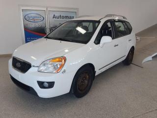 Used 2011 Kia Rondo (Frais VIP 395$ non inclus) for sale in Rouyn-Noranda, QC