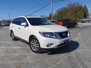 Used 2015 Nissan Pathfinder SL for sale in Madoc, ON
